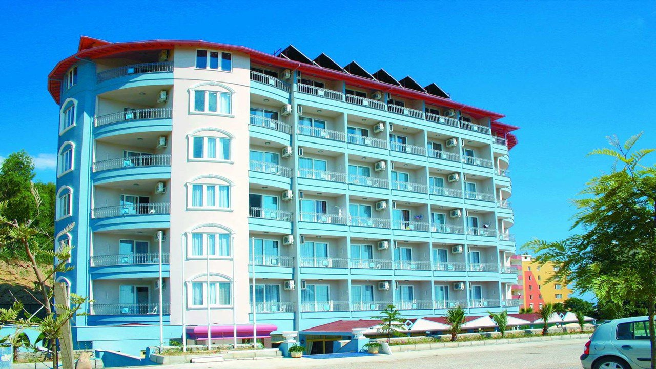 Holiday Line Beach Hotel