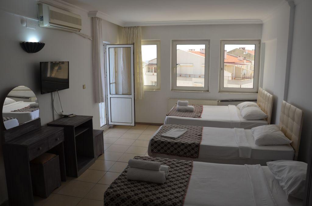 Lavinia Hotel